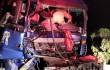 高速上貨車碰撞 一名駕駛員被困