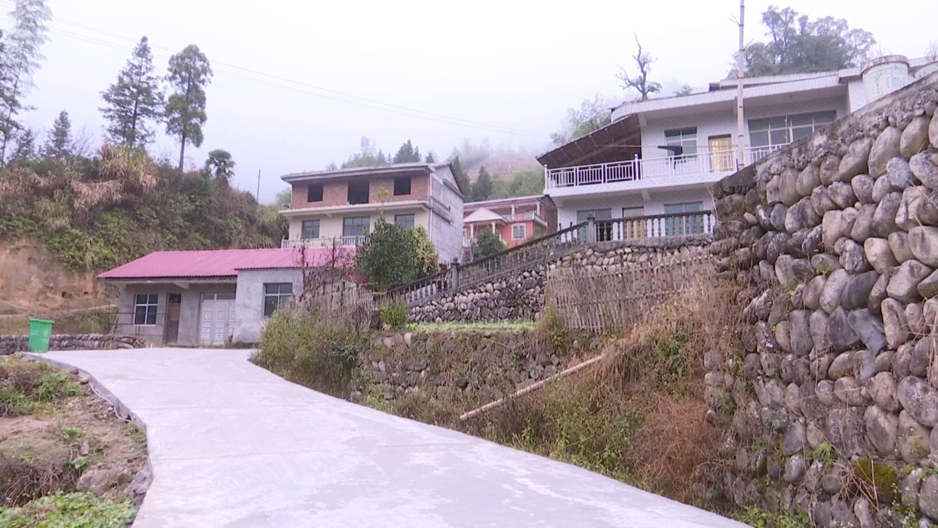 村修路的资金是通过一事一议项目争取的财政资金,该项目是通过由村委会组织,由村民理事会来商量决定