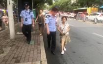 八旬老人迷路找不着公交站台 民警送其回家