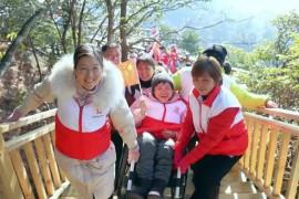 坐上轮椅游览灵山 志愿者助力残疾人开启圆梦之旅