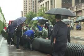 鄱阳杨梅桥村:村庄积水严重 城管消防合力排涝