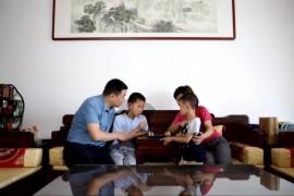 徐自鹏:培育家庭文明花 结出社会和谐果
