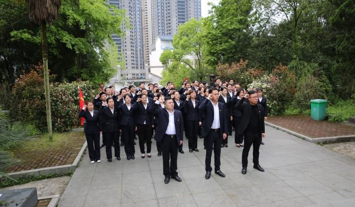 """万年农商银行开展""""清明祭英烈""""党史学习教育活动"""